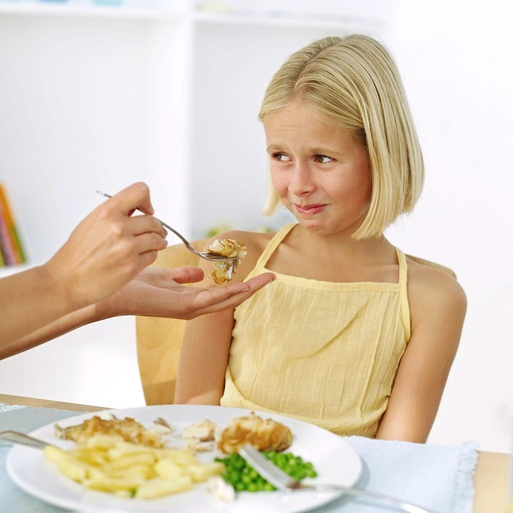 forcer enfant manger